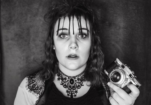 Женщина с фотоаппарат