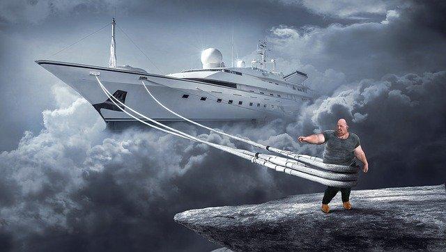 Толстый тянет корабль