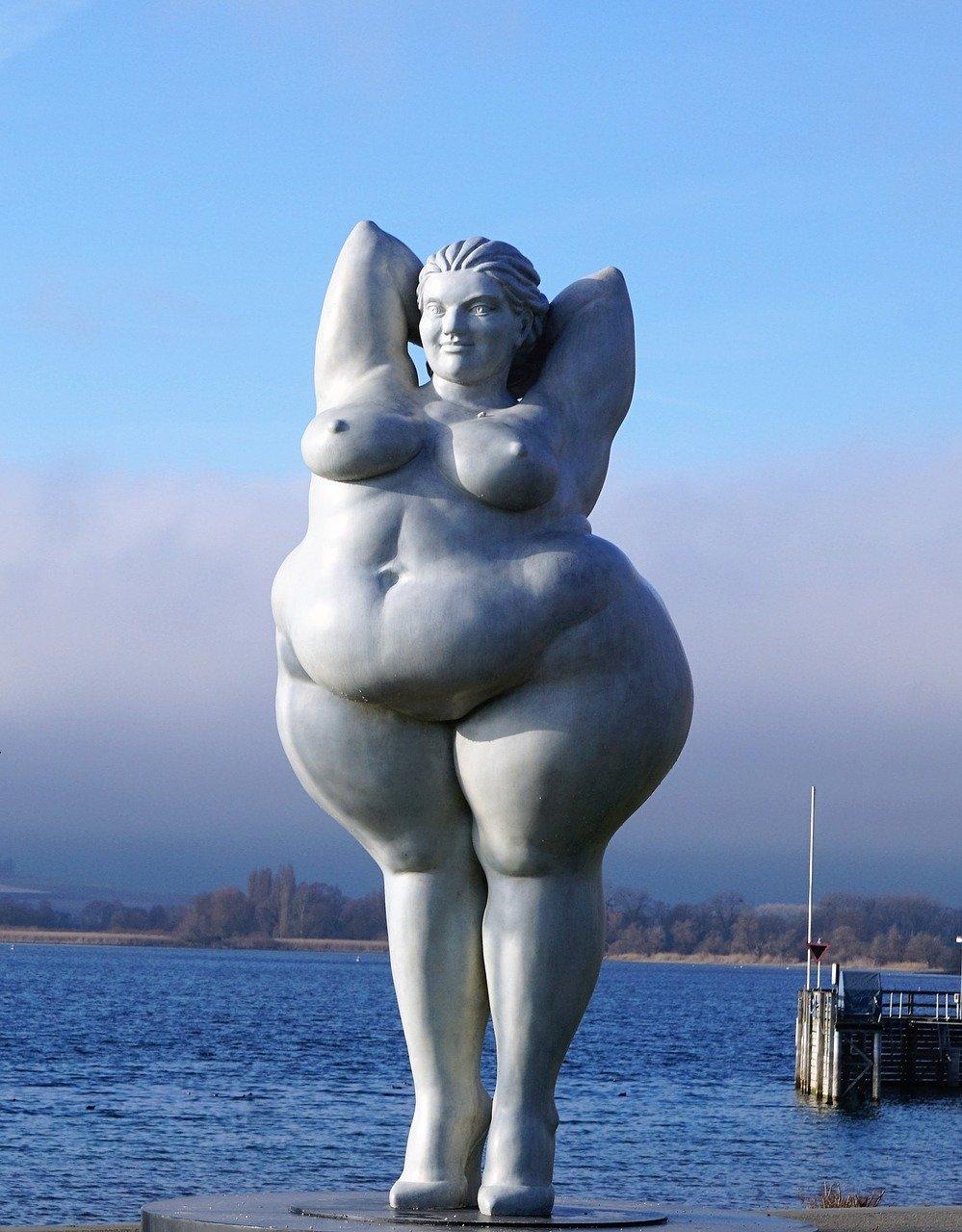 Толстая скульптура