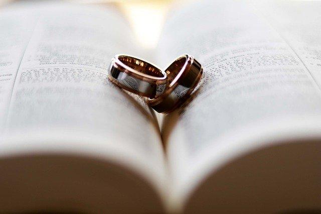 Кольца на книге