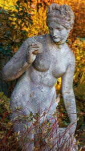 Ева статуя