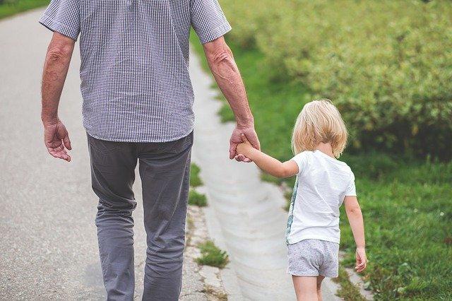Отец с дочкой