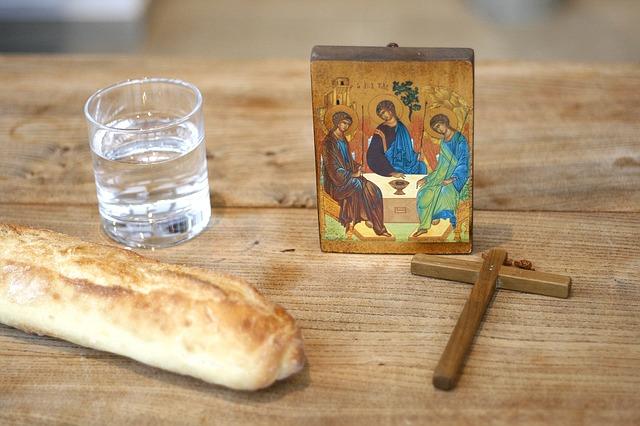 Икона и хлеб с водой